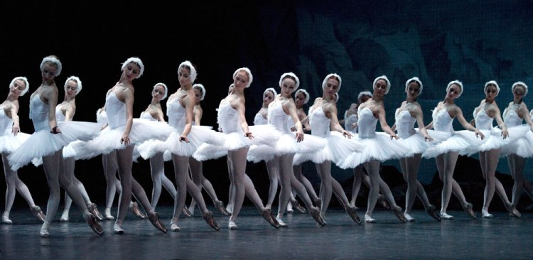 gs-swan-lake-act2-corps-white-lines_1000